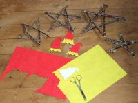 make your own aussie decoration from felt and sticks and wire